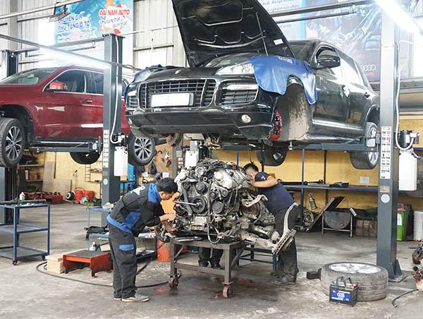 Sửa chữa xe Porsche - Hạ máy Porsche Cayenne