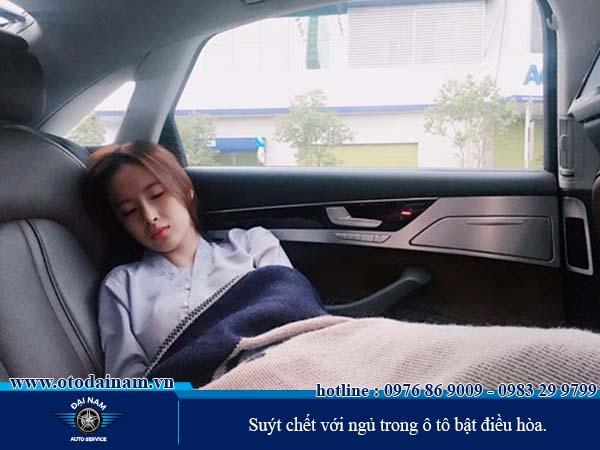 Ngủ trong ô tô bật điều hòa - Chết người chứ chẳng chơi