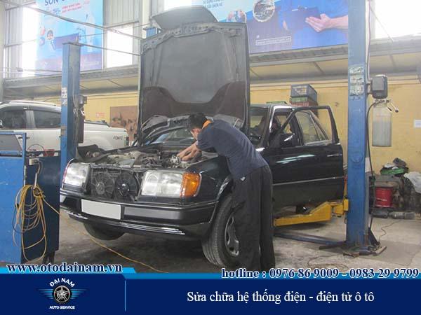 Sửa chữa Máy, Gầm, Điện - Đại Nam thực hiện kiểm tra và xử lý hệ thống điện - điện tử ô tô