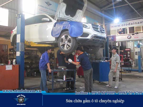 Sửa chữa Máy, Gầm, Điện - Đại Nam thực hiện kiểm tra và xử lý gầm ô tô