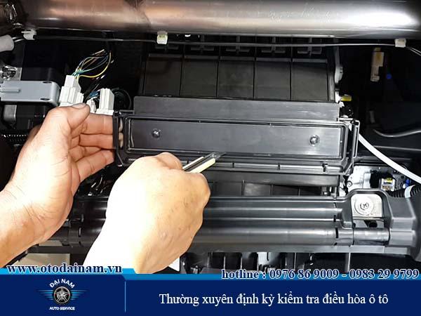 Định kỳ kiểm tra, vệ sinh điều hòa ô tô