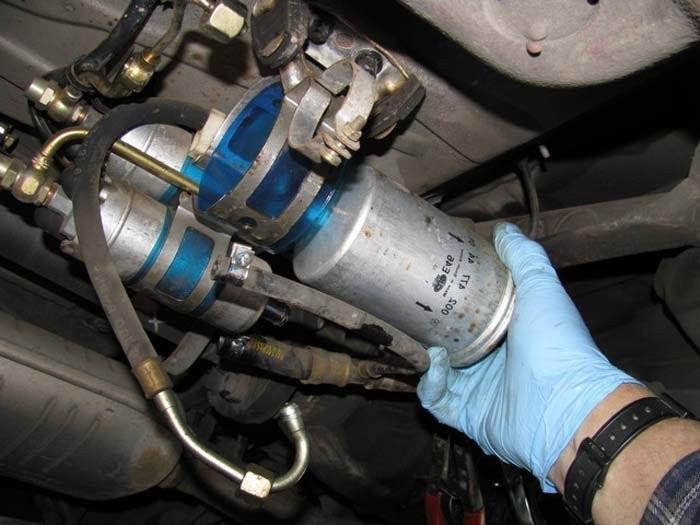 Bảo dưỡng ô tô - Kiểm tra và thay lọc nhiên liệu