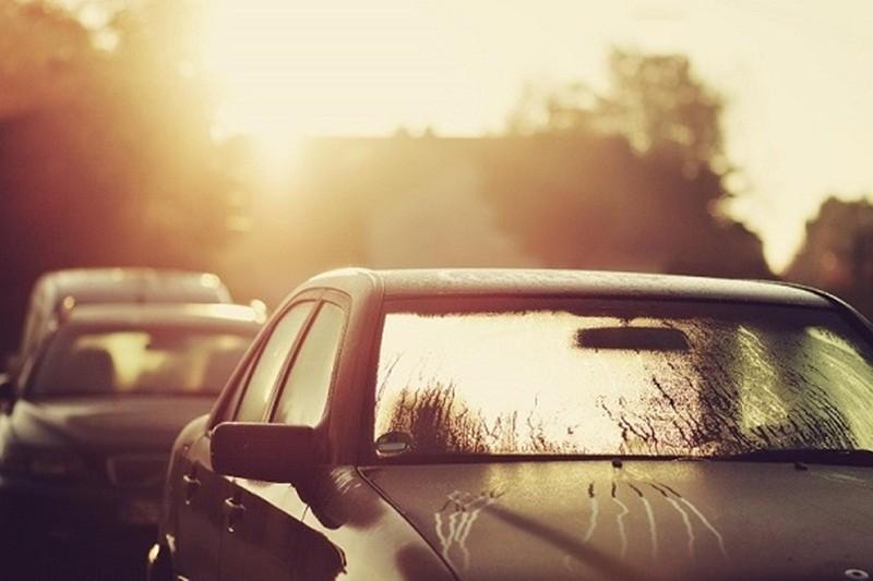 Tránh để xe nơi không cho mái che