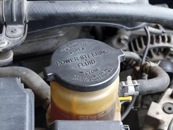 Nên thay dầu trợ lực lái ở khoảng 60 000 - 70 000 km
