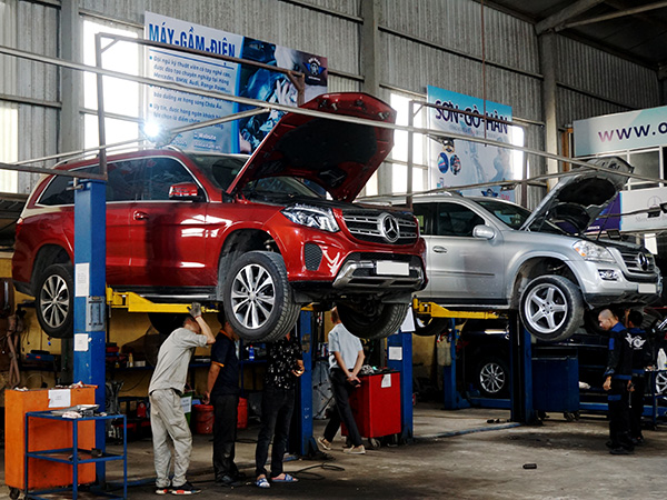 Mercedes và BMW - Mercedes GLS tại xưởng Đại Nam