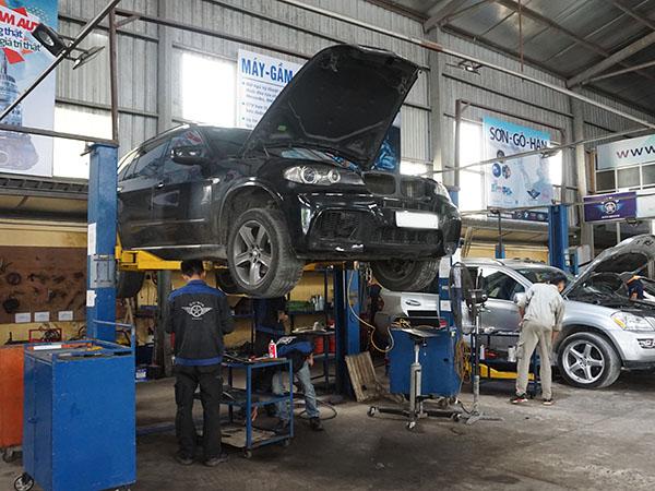 Mercedes và BMW - BMW X5 sửa tại xưởng Đại Nam