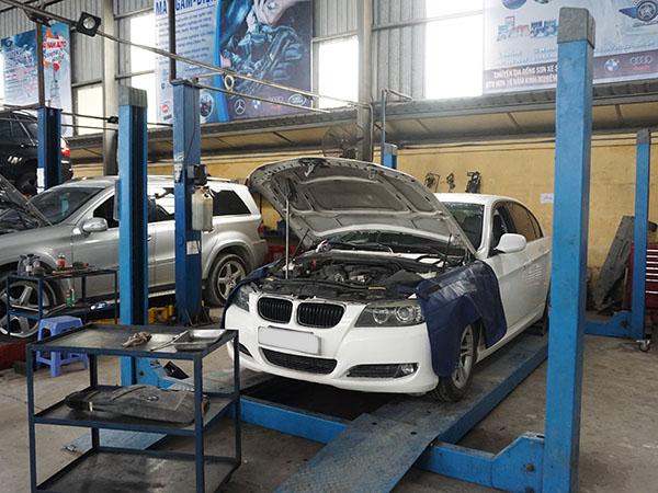 Mercedes và BMW