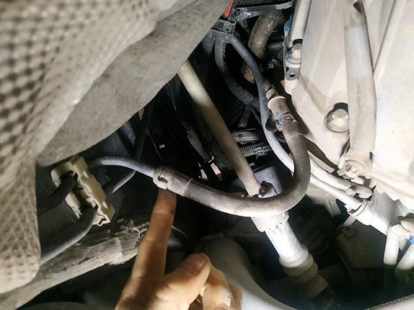 Động cơ Mercedes bị chay xăng