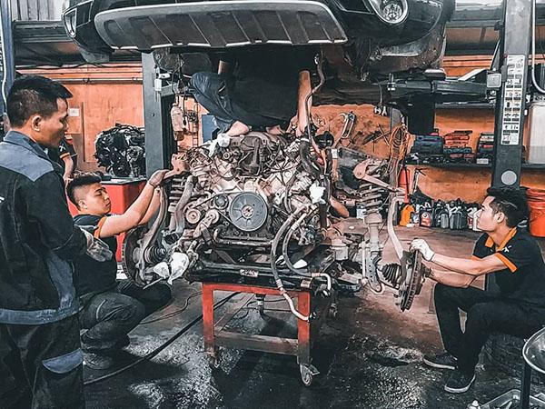 Hạ máy Audi Q7 tiến hành kiểm tu