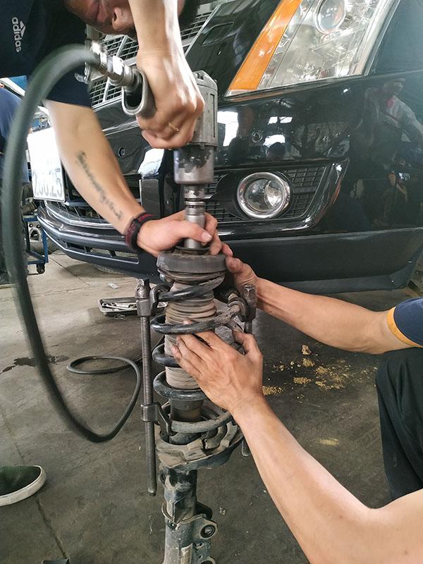 Sửa chữa giảm xóc ở Cadillac SRX