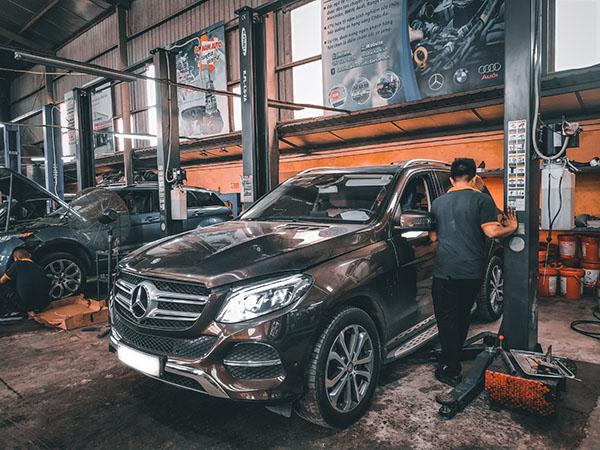 Sở hữu xe Mercedes cũng không hề rẻ