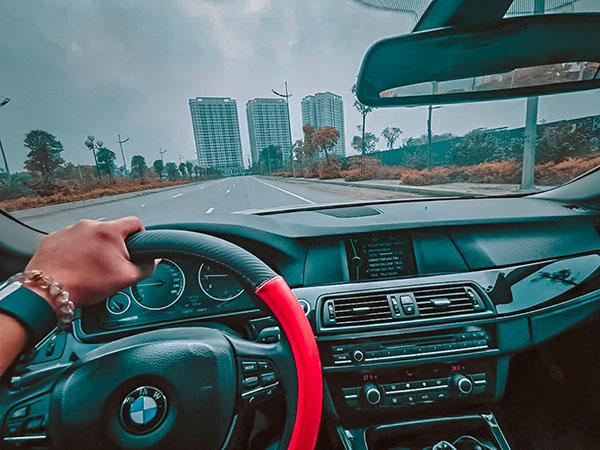 Lái xe an toàn trên xe BMW