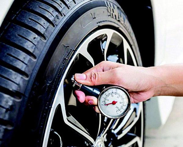 Ô tô bị hao xăng do lốp xe mòn
