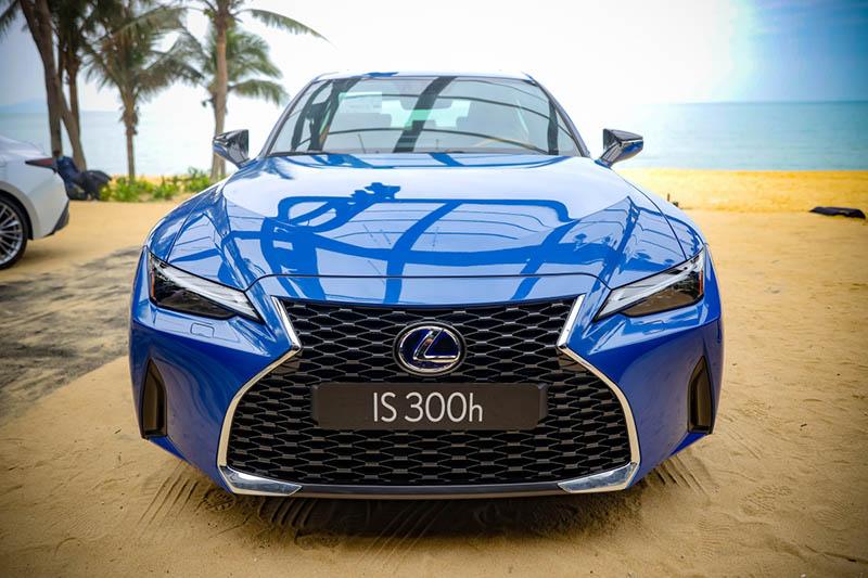 Lexus IS có gì để lên bàn cân với C-Class, 3-series. Bảo dưỡng Lexus IS