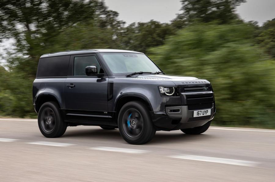 Người Anh nói gì về Land Rover Defender 90 V8 2021?