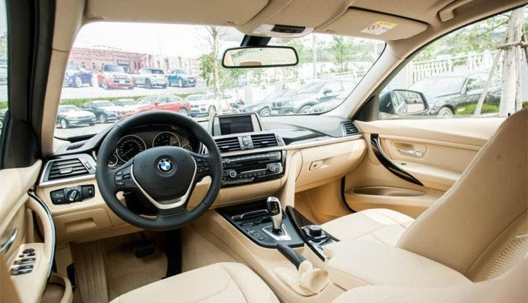 Nội thất của BMW 320i 2021